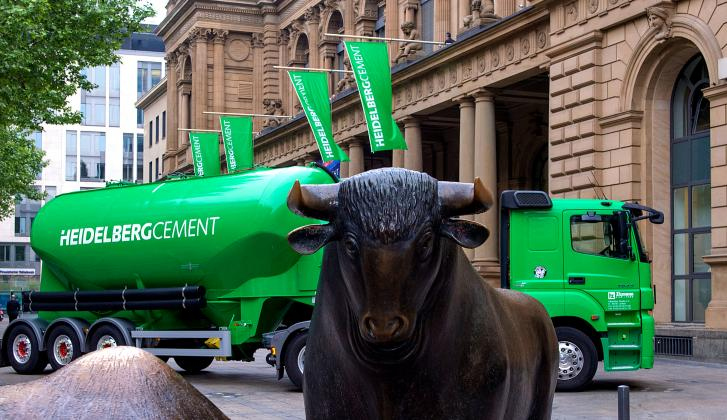 125th anniversary of HeidelbergCement's stock exchange listing,  Bull and Bear (Photo: HeidelbergCement)