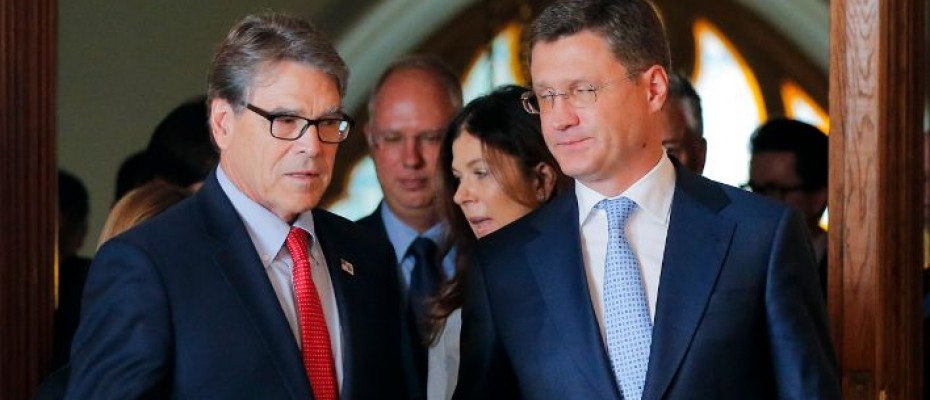 Energy ministers of US and Russia, Rick Perry and Alexander Novak Photo: AP/Alexander Zemlianichenko